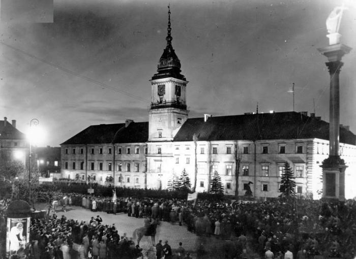 Ceremonia podpisania przez prezydenta RP Ignacego Mościckiego Konstytucji 1935 roku w Sali Rycerskiej manifestacja społeczeństwa 23.04.1935