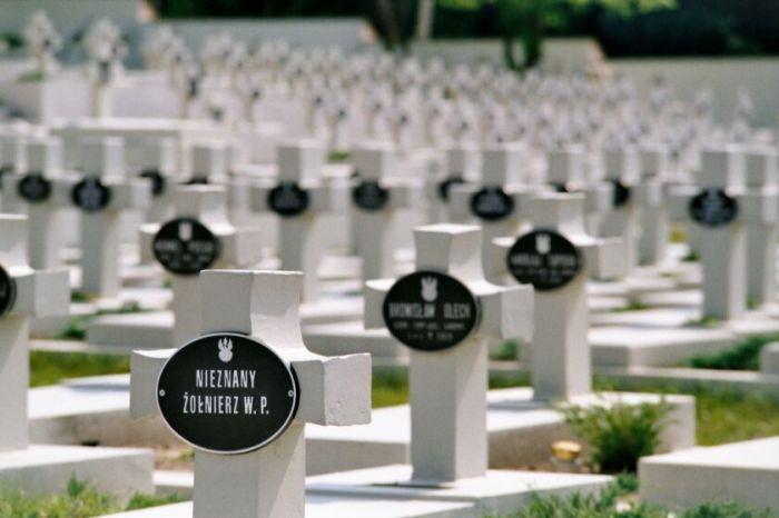 Cmentarz Orląt Lwowskich fot. Jakub Kurlenda 2002 r.