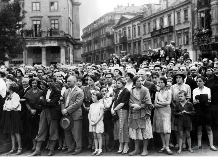 Mieszkańcy Warszawy na trasie pogrzebu Michaliny Mościckiej, 18-20.08.1932