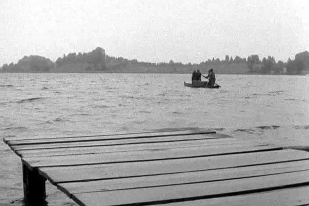 """Odc. 17 """"Spotkanie"""" archiwum zostało zatopione w Jeziorze Kortowskim w Olsztynie (fot. TVP)"""