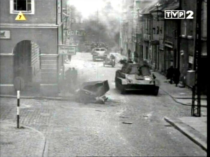 """Kadr z filmu """"Stawka większa niż życie"""". Widok na ulicę Kołłątaja. Olsztyn, 1967 rok."""