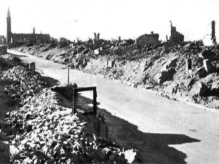 Południowy Muranów rok 1945 ulica Nowolipki w głębi widać kościół św. Augustyna