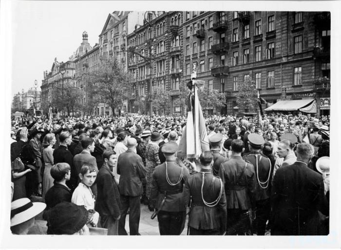 Widok na Marszałkowską, kondukt z kościoła św.Zbawiciela udaje się na Dworzec Główny 1939-08-18