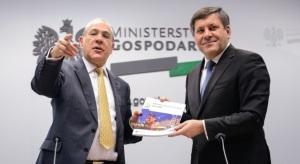 Sekretarz generalny OECD Jose Angel Gurria i wicepremier, minister gospodarki Janusz Piechociński , foto: PAP/Jakub Kamiński
