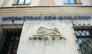 Siedziba Domu Maklerskiego IDMSA przy Małym Rynku w Krakowie. (mgo) PAP/Stanisław Rozpędzik